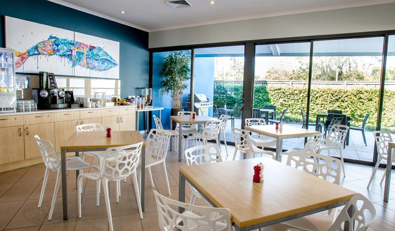 Accommodation-Breakfast-Room-Manly
